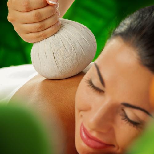 <strong>Kruidenstempel massage</strong>